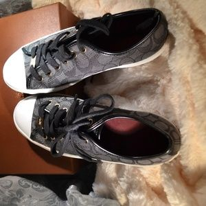 Stylish Coach Tennis Shoes in Black